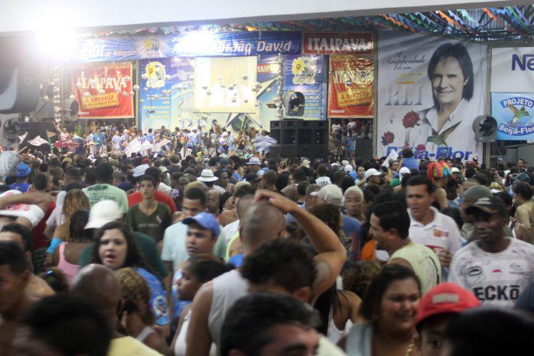 Integrantes da escola comemoram vitória do Carnaval 2011 na quadra da Beija-Flor, em Nilópolis, no Rio. De acordo com um segurança da diretoria da escola, 15 mil pessoas já estão na quadra (09/03/2011)