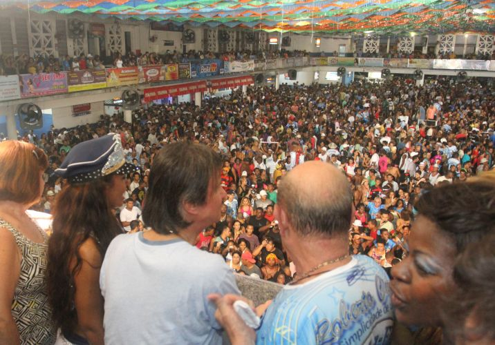 Quadra da escola lotada para receber Roberto Carlos na festa do 12 ttulo da escola. Em 2011, enredo homenageou Roberto Carlos. So esperadas 30 mil pessoas na festa (09/03/2011)