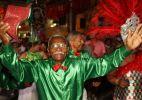Blocos tradicionais desfilam pelas ruas do Recife Antigo no último dia de Carnaval