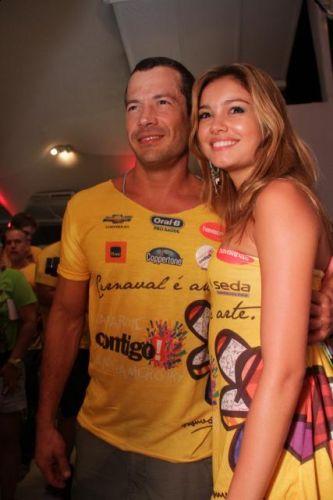 O casal de atores Malvino Salvador e Sophie Charlotte esteve junto no Camarote Contigo no primeiro dia oficial do Carnaval de Salvador (03/03/2011)