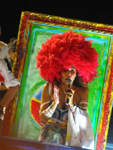 A cantora Daniela Mercury homenageou as artes em sua apresentação em frente ao camarote Expresso 2222 (6/3/2011)