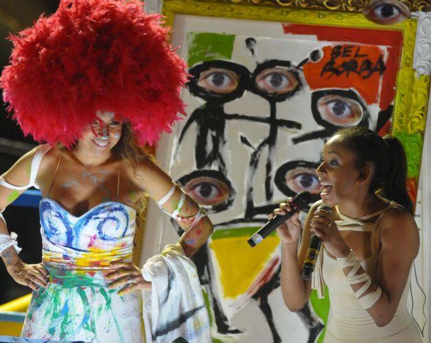 A cantora Daniela Mercury homenageou as artes em sua apresentação em frente ao camarote Expresso 2222. Ela dividiu o palco com Nabiyah Bashir, filha do músico Jimmy Cliff (6/3/2011)