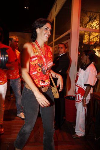 Paula Lavigne chega a um camarote de cervejaria na Marquês de Sapucaí, na noite de sábado (12/03/2011)