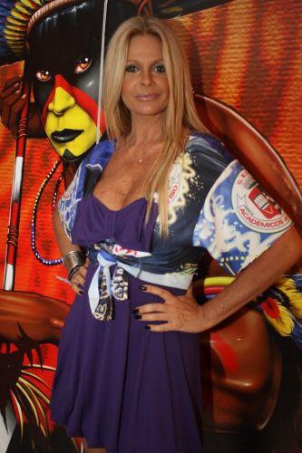 A apresentadora Monique Evans no camarote do sambódromo no desfile das escolas de samba do Rio de Janeiro (6/3/2011)