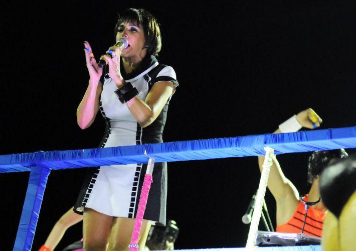 Após problema elétrico no trio, Daniela Mercury se apresenta no circuito Barra-Ondina, na última noite de Carnaval em Salvador (08/03/2011)