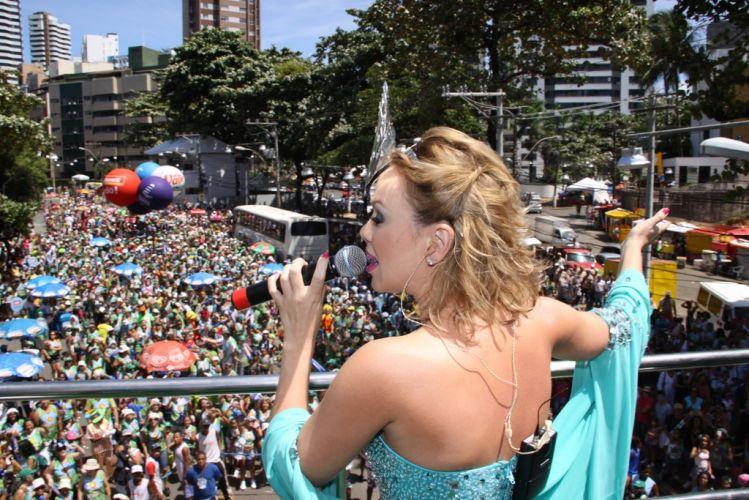 Eliana abriu a programação do circuito Barra-Ondina no terceiro dia do Carnaval de Salvador sobre o bloco Happy (05/03/2011)
