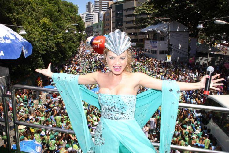 O figurino do Eliana foi criado pela grife Neon especialmente para o desfile da apresentadora no Barra-Ondina (05/03/2011)