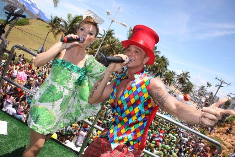 Eliana comanda o bloco Happy ao lado do cantor Netinho no terceiro dia do Carnaval de Salvador (05/03/2011)
