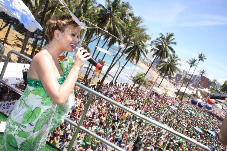 Atração do bloco Happy há oito anos, Eliana pulou o Carnaval no Barra-Ondina grávida de seu primeiro filho com o produtor João Marcello Bôscoli (05/03/2011)