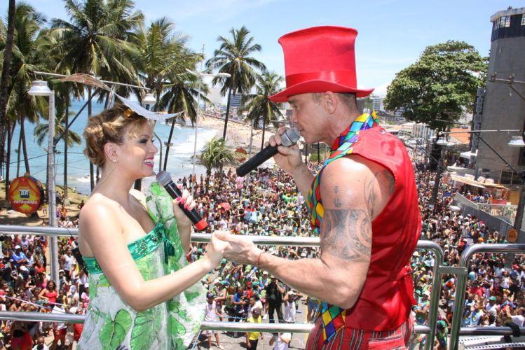 Multidão acompanha o bloco Happy, ao som de Eliana e Netinho, ao longo da orla soteropolitana, no circuito Barra-Ondina (05/03/2011)