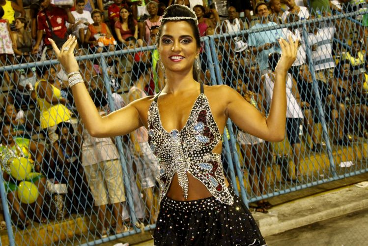 Rainha de bateria da Unio da Ilha, Bruna Bruno participa de ensaio tcnico da escola no Rio de Janeiro (14/2/2011)