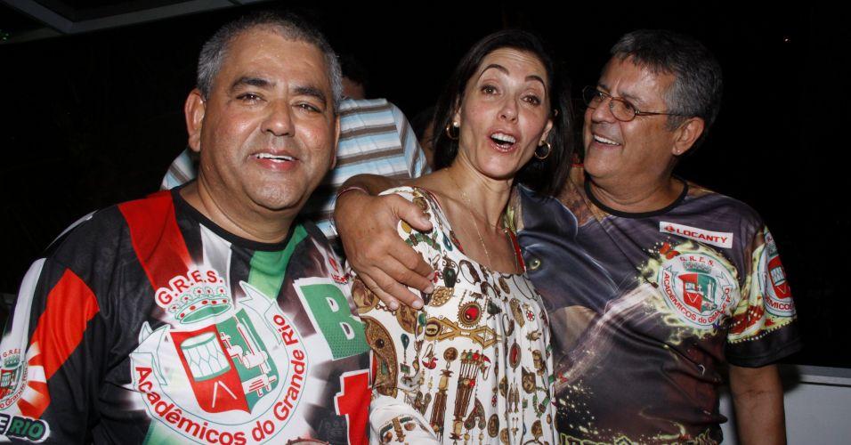 Da esquerda para a direita, o fundador da Grande Rio Jayder Soares, e os atores Christiane Torloni e Marcos Paulo participam de ensaio de quadra da escola no Rio de Janeiro (13/2/2011)