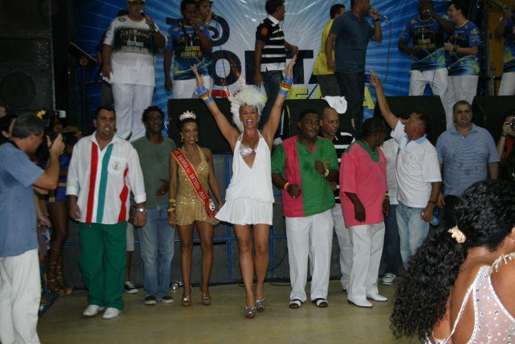 A rainha da bateria da Unidos da Tijuca, Adriane Galisteu, vai ao ensaio na quadra da escola, na noite de sábado, no Rio de Janeiro (19/02/2011)
