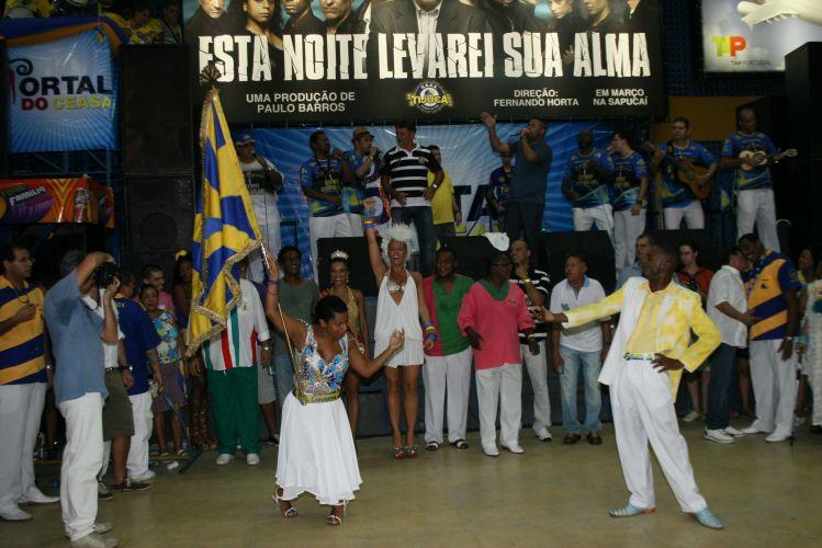 Adriane Galisteu, rainha de bateria da Unidos da Tijuca, assiste à apresentação de um dos casais de Mestre-Sala e Porta-Bandeira da agremiação, neste sábado, na quadra da escola no Rio de Janeiro (19/02/2011)