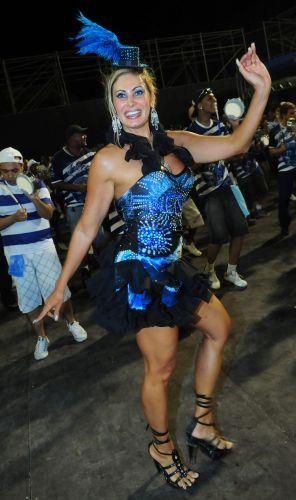 Ângela Bismarchi desfila como madrinha de bateria da Nenê de Vila Matilde, que volta ao Grupo Especial do Carnaval paulistano em 2011 (19/02/2011)
