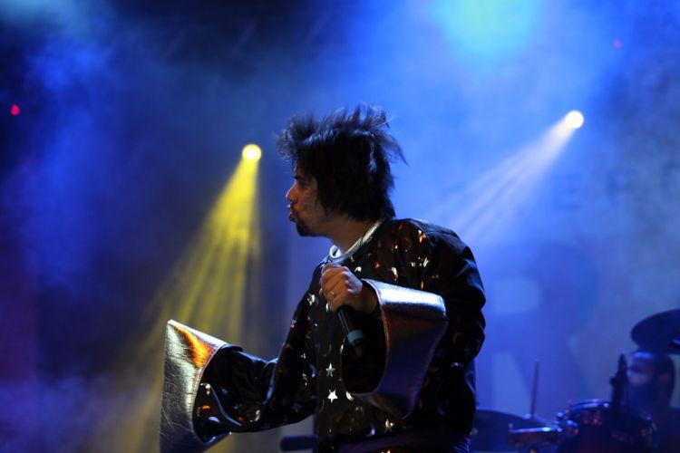 China se apresenta no pólo de casa amarela , em Recife - show contou com participação da cantora Pitty (06/03/2011)