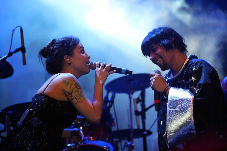 China se apresenta no pólo de casa amarela, em Recife - show contou com participação da cantora Pitty (06/03/2011)