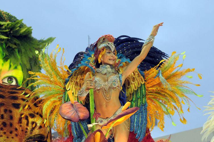 Destaque de ala da escola que homenageou Roberto Carlos em seu samba de 2011 (07/03/2011)