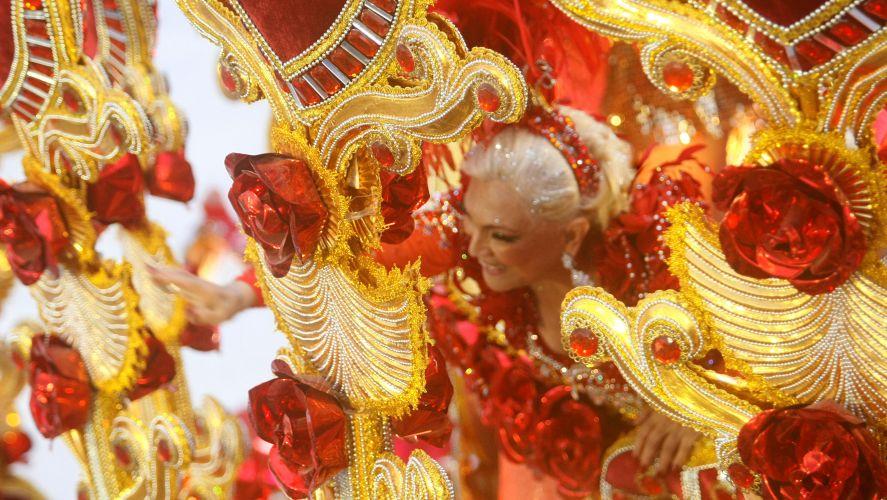 A apresentadora Hebe Camargo também participou do desfile da Beija-Flor, escola que fechou o Grupo Especial do Rio de Janeiro (07/03/2011)