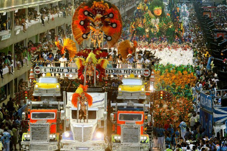 A Beija-Flor teve uma ala homenageando os cantores sertanejos (07/03/2011)