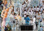 Com Roberto Carlos, Beija-Flor fecha os desfiles do Rio