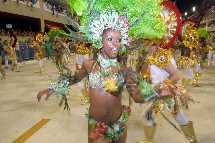 Passista da Mocidade samba na Sapucaí (07/03/2011)