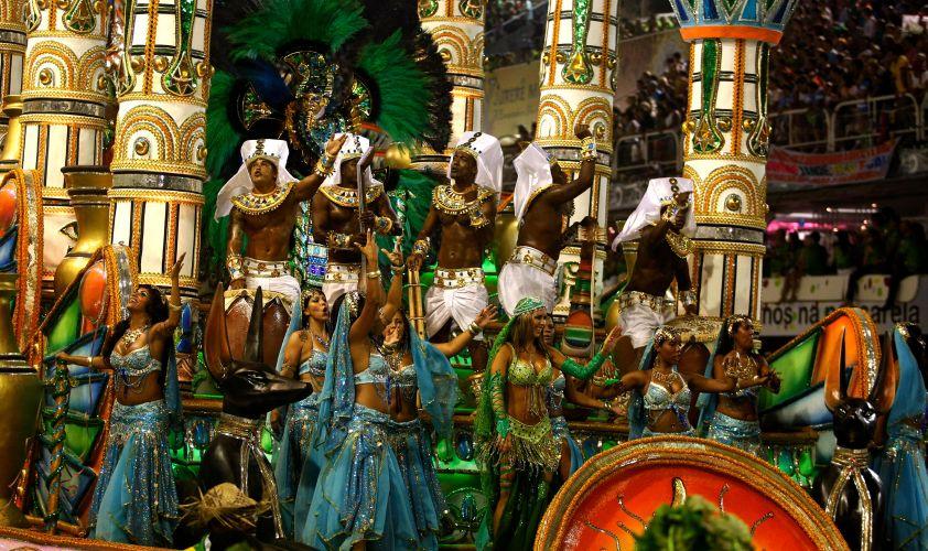 Destaques de carro alegórico da Mocidade desfilam na Sapucaí (07/03/2011)