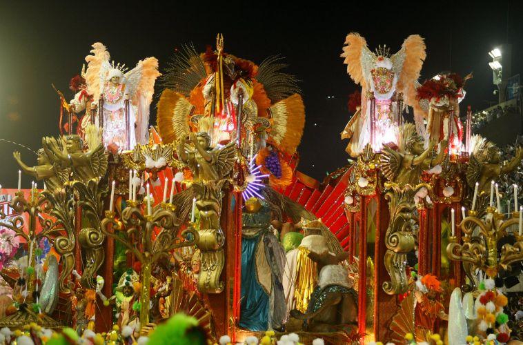 Carro alegórico da Mocidade Independente de Padre Miguel desfila na Sapucaí (07/03/2011)