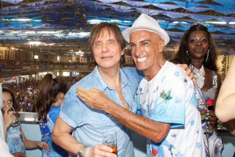 Roberto Carlos e o promoter Almir Khader participam de ensaio da Beija-Flor de Nilópolis na quadra da escola, no Rio de Janeiro (4/2/2011)