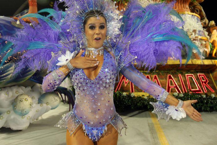 A apresentadora Tânia Oliveira desfila no Anhembi (04/03/2011)