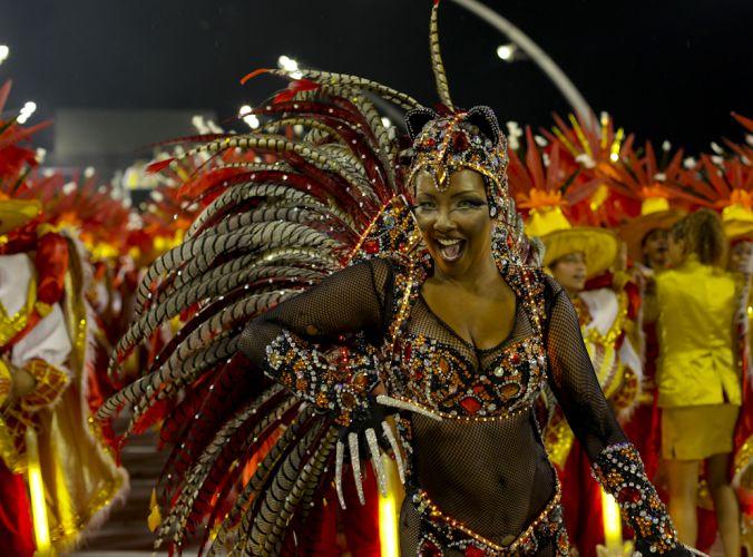 Rainha de bateria da Tom Maior, Andreia Gomes desfila enredo em homenagem a cidade de São Bernardo (4/3/2011)
