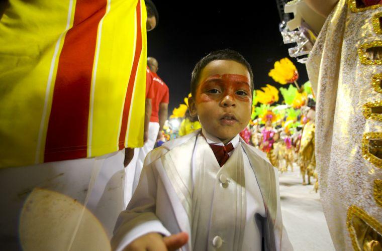 Integrante de ala mirim da Tom Maior desfila no Anhembi (04/03/2011)