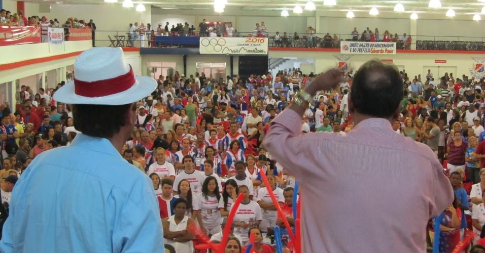 Ney Filardi, presidente da União da Ilha, discursa  ao lado do prefeito Eduardo Paes da reinauguração da quadra da escola de samba neste domingo (18/12/11)