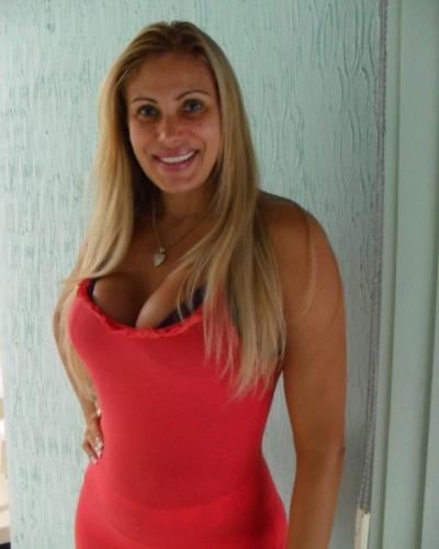 Ângela Bismarchi, em seu apartamento em Niterói (RJ) (janeiro/2012)