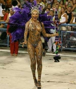 Em 2007, Ângela desfilou à frente da bateria da escola Porto da Pedra, na Marquês de Sapucaí, no Rio (19/2/2007)