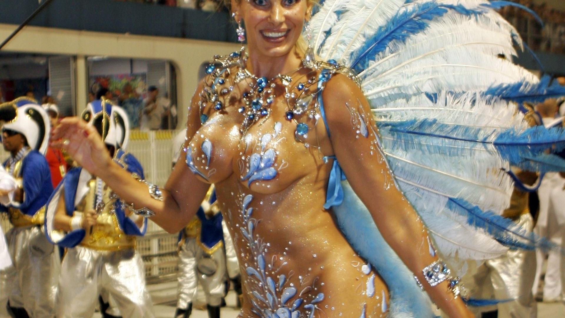 Em 2010, a modelo saiu pela Nenê da Vila Matilde, no Grupo de Acesso de SP (15/2/2010)