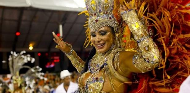 Em 2011, Ângela desfilou como madrinha de bateria da escola da Nenê de Vila Matilde, com uma fantasia que representa o uso de sal na produção de joias (5/3/2011)