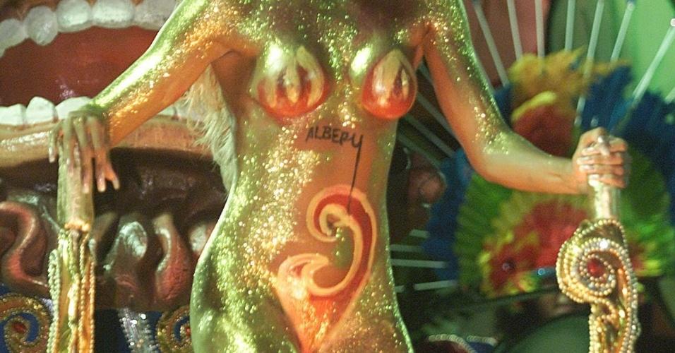 No Carnaval de 2001, Ângela Bismarchi, um dos destaques da escola de