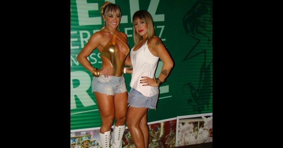 A Panicat Dani Bolina também participou do ensaio da Mancha Verde junto à amiga Juju Salimeni, que é musa da escola.