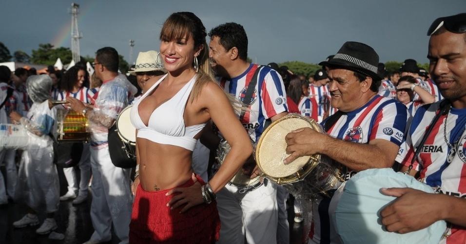 A rainha de bateria Jaque Khury faz ensaio no Sambódromo com a escola de samba Pérola Negra