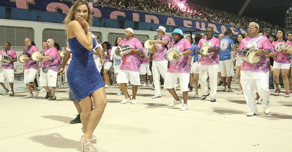 Ellen Roche, a rainha de bateria da Rosas de Ouro, participa do ensaio técnico da escola no Anhembi (14/1/12)