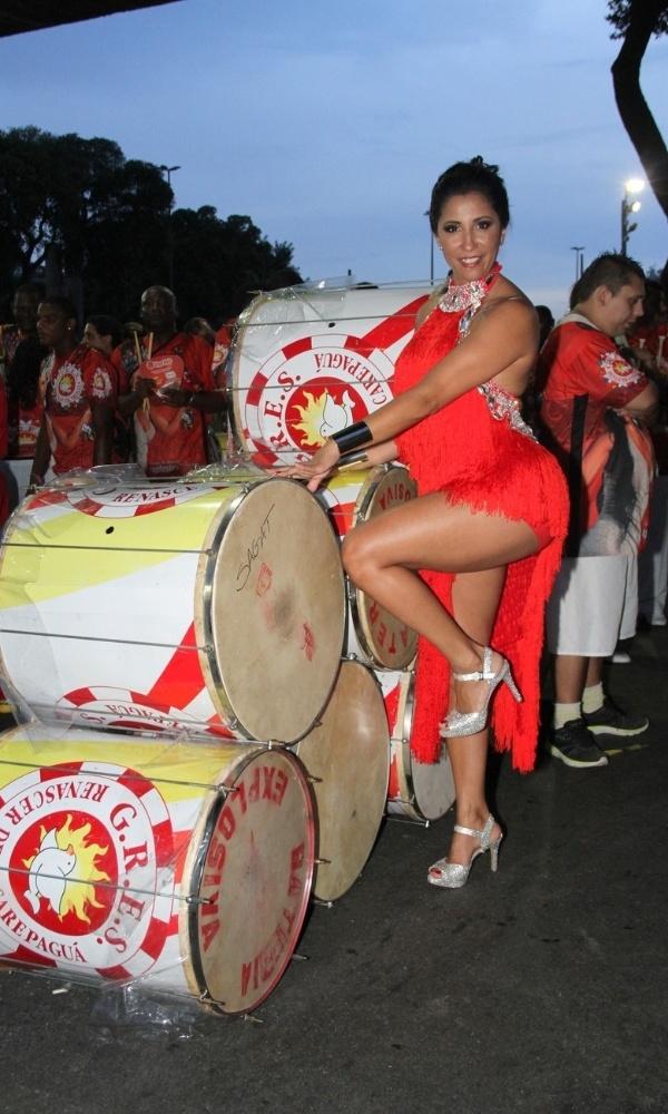 Patricia Nery, rainha de bateria da Renascer de Jacarepaguá, mostra samba no pé em ensaio técnico, na Marques de Sapucaí