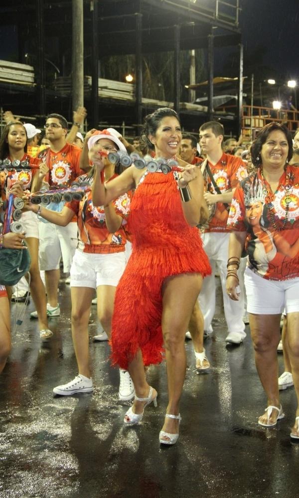 Patricia Nery, rainha de bateria da Renascer de Jacarepaguá, mostra samba no pé em ensaio técnico na Marques de Sapucaí