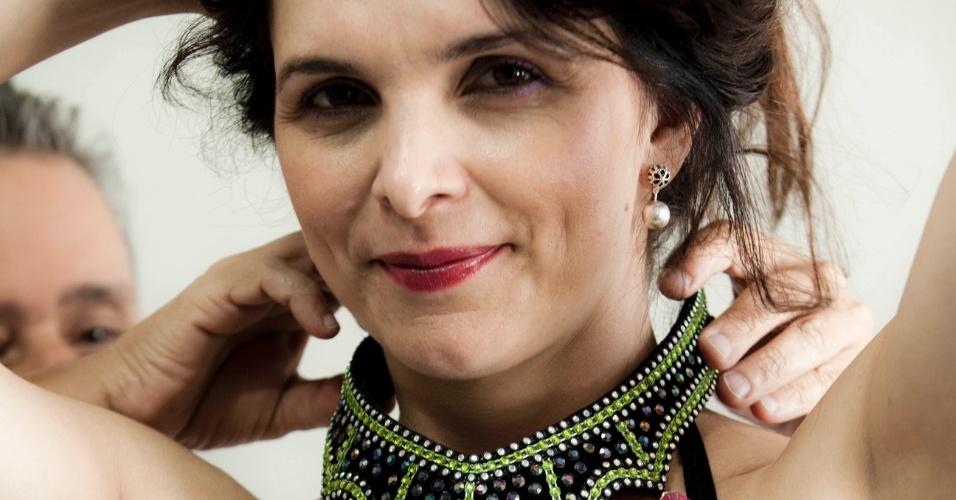 A atriz Luiza Ambiel, escalada para interpretar Eva no desfile da Vai-Vai de 2012, experimentou fantasias em São Paulo na segunda-feira (16/01/12)