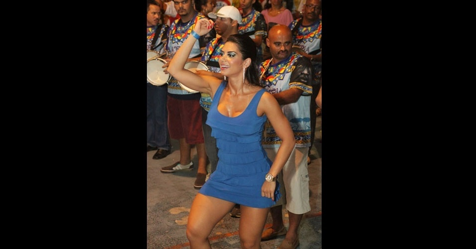 Graciella Carvalho, vice do Miss Bumbum, participou de ensaio tcnico da Acadmicos do Tucuruvi no sbado (14/01/12). A bela ser destaque da escola de samba no desfile de 2012