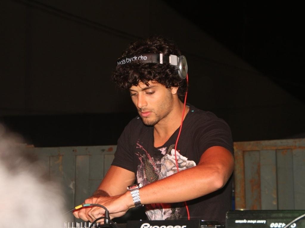 O modelo Jesus Luz tocou nesta quinta-feira (19/01/12) em camarote do Cabofolia, micareta de Carnaval fora de época em Cabo Frio (RJ).