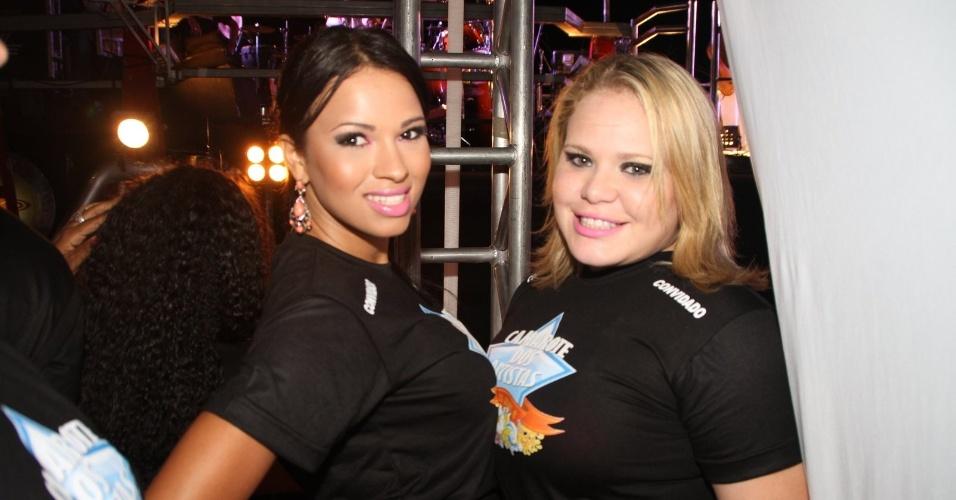 Participantes do BBB 11, Ariadna e Paula compareceram ao show do Chiclete com Banana na quinta-feira (19/01/12) no Cabofolia, em Cabo Frio (RJ)