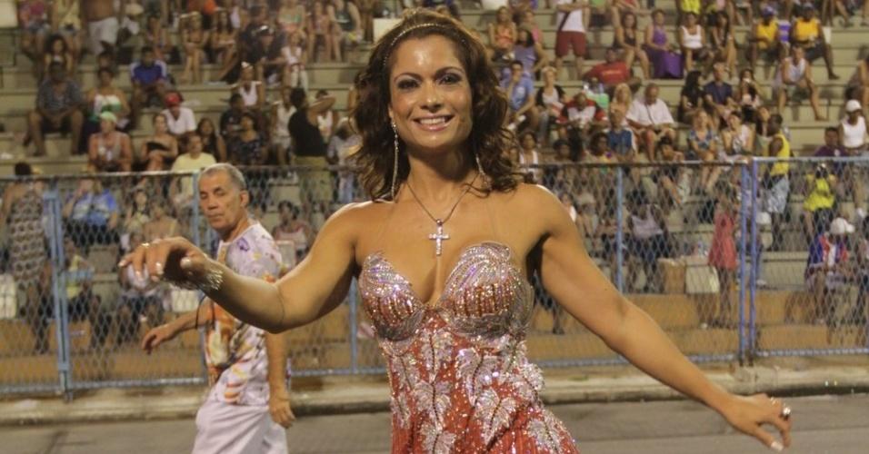 A modelo Dani Sperle samba no ensaio técnico da Porto da Pedra