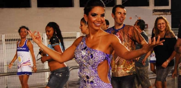Gracielle Carvalho, vice do Miss Bumbum, participou do ensaio da Acadêmicos do Tucuruvi (22/01/12) no sambódromo do Anhembi