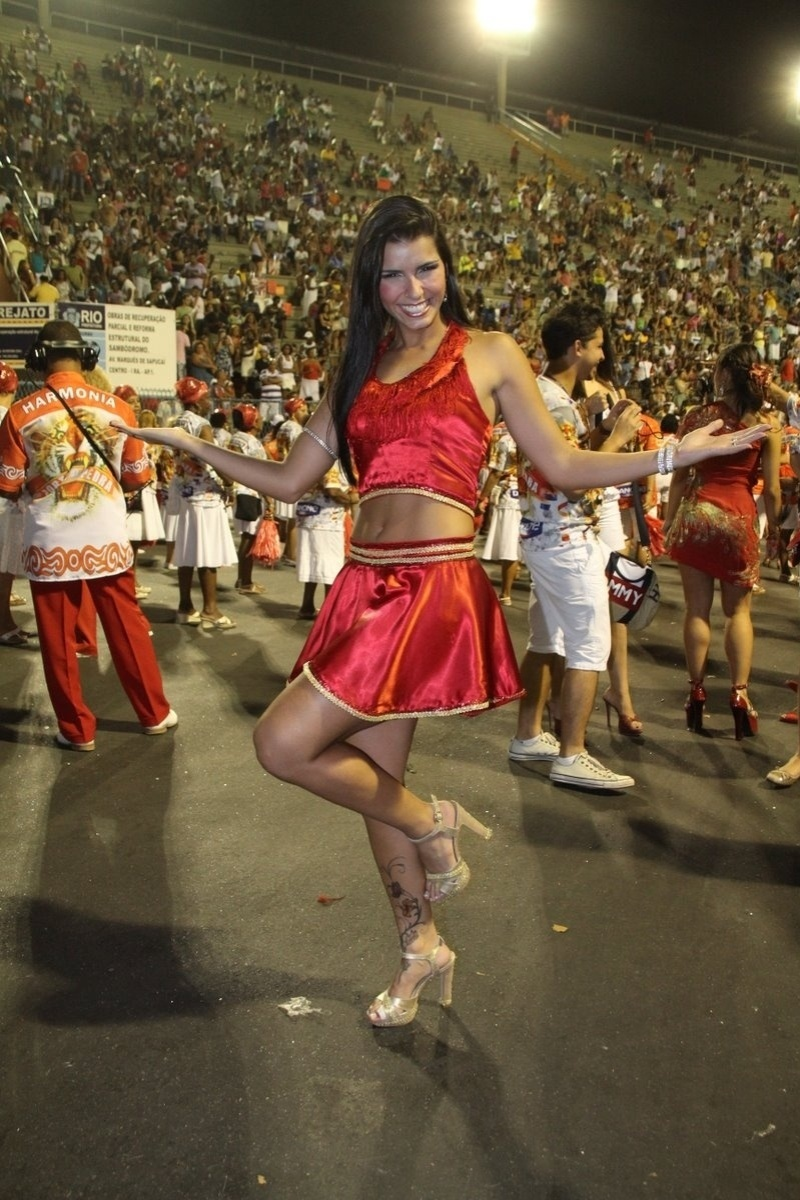 Musa do Brasileiro 2011, Bianca Leo participou de ensaio da Porto da Pedra na Sapuca no domingo (22/01/12)